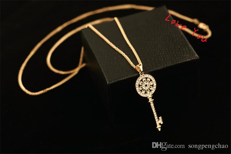 Classic Hollow Out Zircon Necklace & Pendant Gold Plated Chain Choker Necklace Vintage Key Pendant Necklace for Women Party Costume Collar J