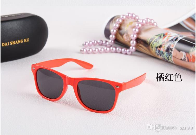 Free send DHL-Womens and Mens Most Cheap Modern Beach Sunglass Plastic Classic Style Sunglasses