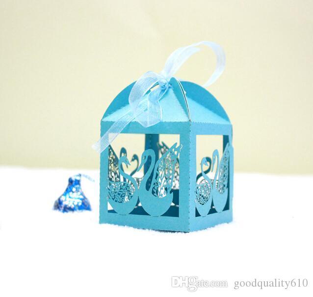 Scatole di cioccolatini scatola di caramelle di cigno cavo tagliato al laser con il nastro il regalo di favore di acquazzone del partito di cerimonia nuziale