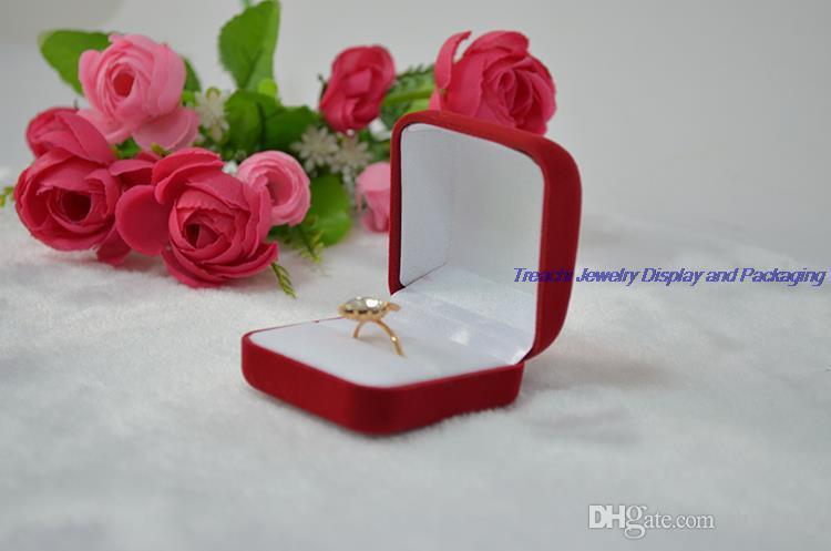 Оптовая дешевле Красный бархат коробка ювелирных изделий кольцо подарочная коробка маленькое кольцо серьги футляр для хранения 48 шт. / лот Бесплатная доставка