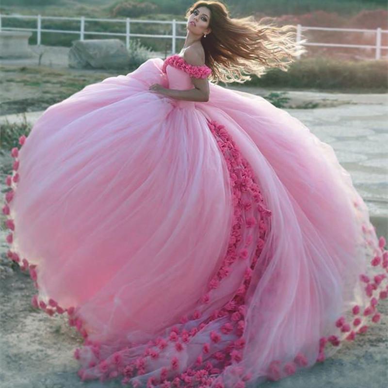 33bfd81da Compre 2019 Princesa Rosa Quinceañera Vestidos Fuera Del Hombro Vestido De  Bola De Cenicienta Hecho A Mano Flores 3D Encantador Largo Dulce 16  Vestidos ...