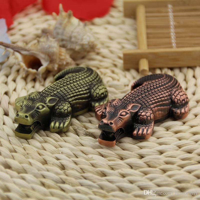 Metal Em Forma de Crocodilo À Prova de Vento Mais Leve Tocha Chama Gás Butano Fumador Mais Leve também oferecem usb arco isqueiro moedor bong moda