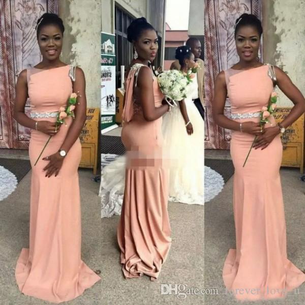 2019 Peach long africaine robe de demoiselle d'Asymétrique Bateau sans manches en dentelle perles Illusion Retour sirène Appliques de soirée de mariage robe