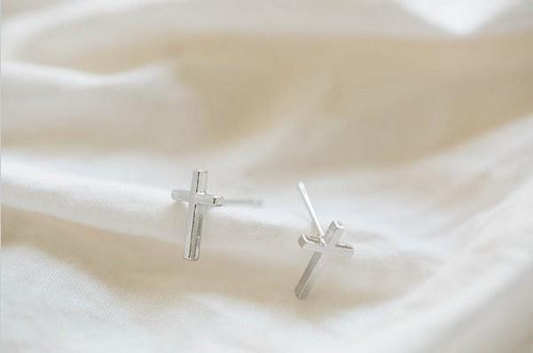 2016 nouvelle tendance boucles d'oreilles femme fille vente prix mode cristal croix boucles d'oreilles le meilleur cadeau d'une femme