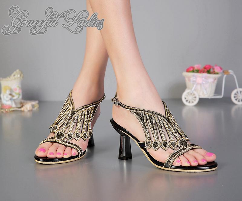 Mode Jeweled Sandales Strass 8cm Talons étranges femmes Sandles Real Photo Chaussures Femmes Diapo Sandales Designer Gladiators Nouveau Arrivée