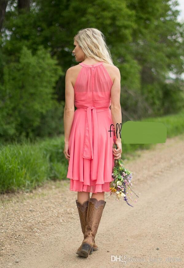 Benutzerdefinierte farbige Cocktailkleider Land Westen geraffte Chiffon Short Brautjungfernkleider knielangen Brautjungfer Kleider Match Cowboy Boots