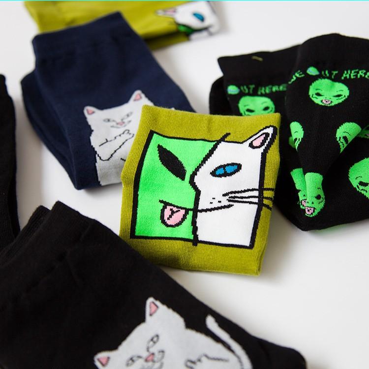 2017 Yeni Moda Unisex Karikatür Yaratıcı Komik Alien Kedi ErkeklerKadın sokak Rahat kaykay çorap ücretsiz kargo