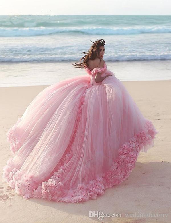 화려한 공주 공 가운 웨딩 드레스 드림 드레스 신부 가운 어깨에서 3D 수제 꽃 럭셔리 핑크 Quinceanera 가운