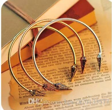 Fashion Retro Punk Triangular Rivets Carved Bracelets Simple Alloy Opening Ancient Bronze Copper Silver Plated Charm Adjustable Cuff Bangle