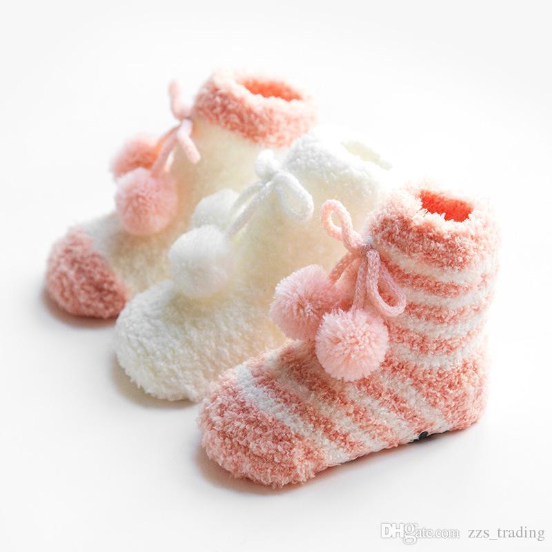 Inverno Coral velo Espessamento Quente Do Bebê Meninas Meninos Meias Recém-Nascido Macio Bonito Hairball Solto Slip Piso Meias Do Bebê S 0-1 T andM 1-3 T