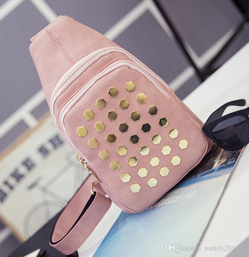 2017 nuove borse di petto piccole di modo donne Pu borse a tracolla sportive impermeabili con borchie in oro i 30 * 5 * 18 cm