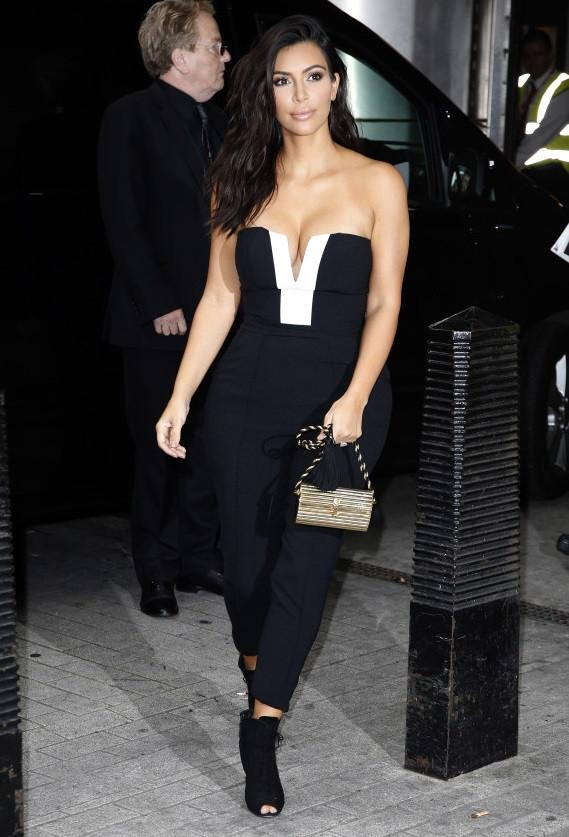 670e3129b0e0 2019 Celebrity Kim Kardashian Same Sexy Jumpsuit V Neck Strapless Patchwork  Good Quality Cotton Black And White Jumpsuit From Xirizhi2