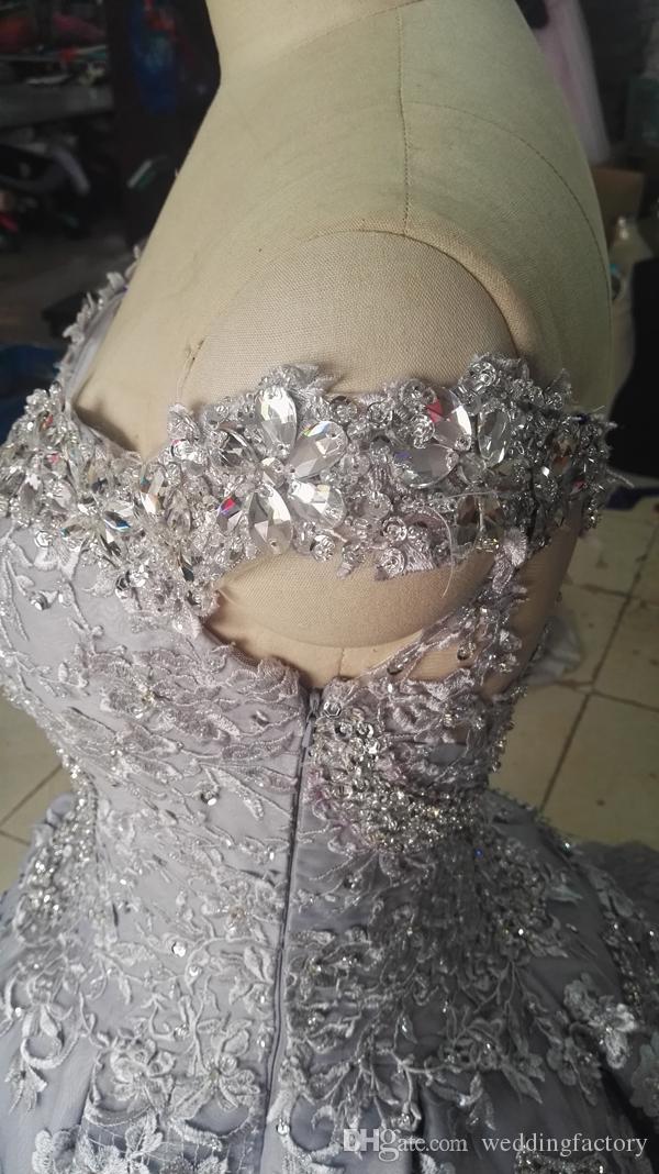 긴 기차 럭셔리 볼 가운 웨딩 드레스 오프 숄더 반짝 크리스탈 비즈 장식 조각 레이스 아플리케 고급스러운 신부 가운
