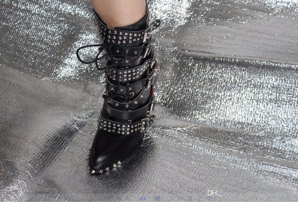 النساء أزياء الجوارب سبايك رصع أحذية سوداء الجوارب التكتيكية أحذية كعب سميك بوينت تو الدراجات النارية الجوارب مشبك النساء القتالية الأحذية