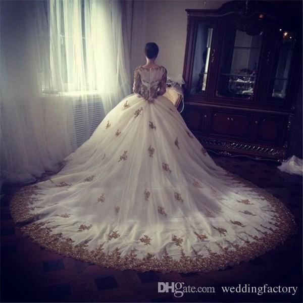 Sparkly Ball Gown Bröllopsklänningar Beaded Gold Lace Appliques Illusion Långärmade Crew Neck Zipper upp Back Bridal Gowns med Court Train