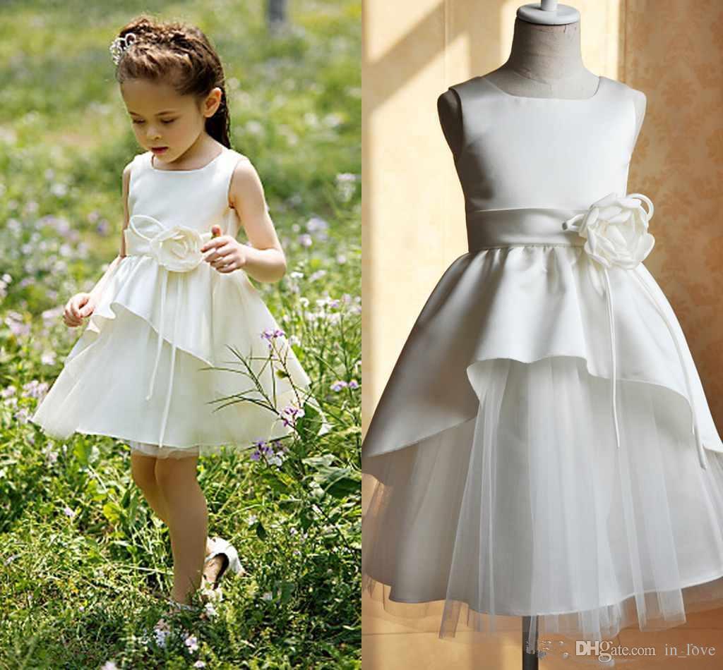 Vestido corto para niña de flores Flor hecha a mano Tul satinado Cuello cuadrado Una línea Vestidos de fiesta de cumpleaños para niñas encantadoras Tamaño personalizado