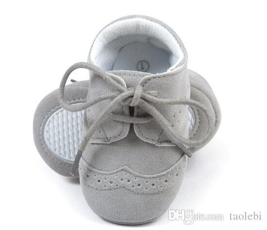 새로운 스타일 가죽 아기 소년 신발 패션 아기 인과 신발 뜨거운 판매 아기 운동 화 선택을위한 많은 색상