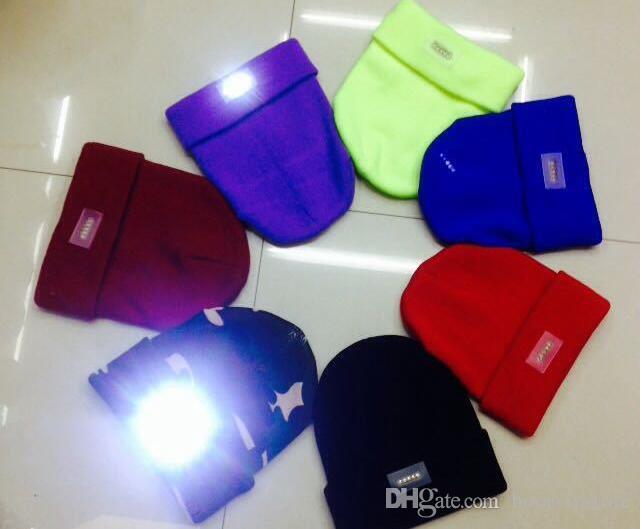 Gros LED Bonnets d'hiver lumineux avec 5 Led Flash Light Nouveauté Led Chapeau pour la chasse Camping Griller 12 Couleurs Mix Accepter Envoyer par DHL