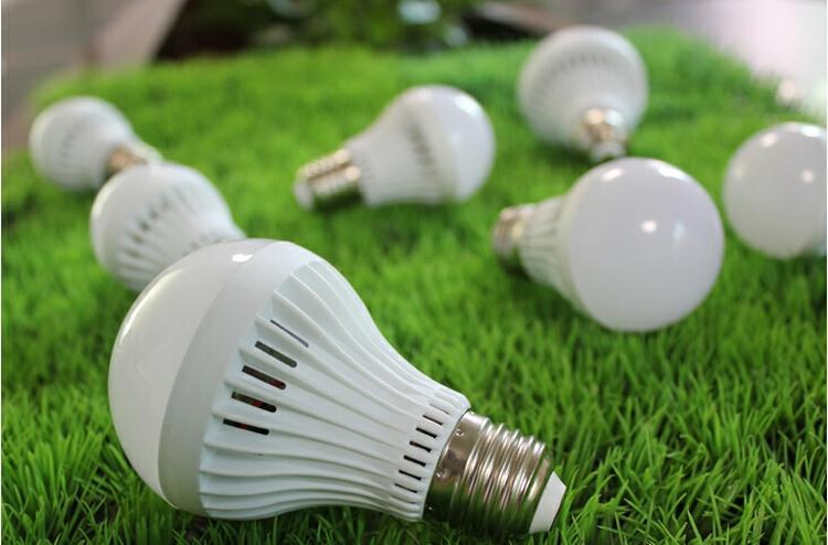 A60 A19 E27 LED Glühbirnen SMD5730 3 watt 5 watt 7 watt 9 watt 12 watt LED Globus Blase Lichter Lampen AC85-265V Kunststoff WW TW Kostenloser Versand