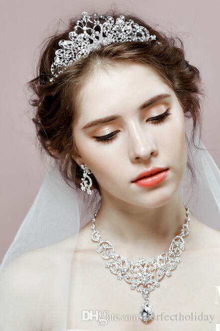El tocado de la novia de tres piezas traje de collares coreanos pendientes corona trajes para el cabello matrimonio vestido de gasa accesorios