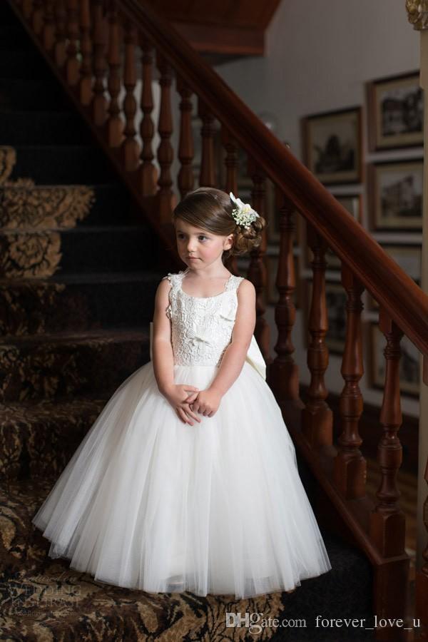 사랑스러운 꽃 소녀 드레스 결혼식을위한 어린 소녀 레이스 아플리케 톱 열기로 돌아 가기 정장 드레스 특별한 드레스 특대 활