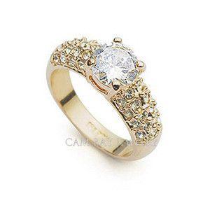 Os cristais grandes clássicos envolvidos por cristais pequenos pavimentaram o ouro ou o anel do tom do ouro branco para presentes de casamento