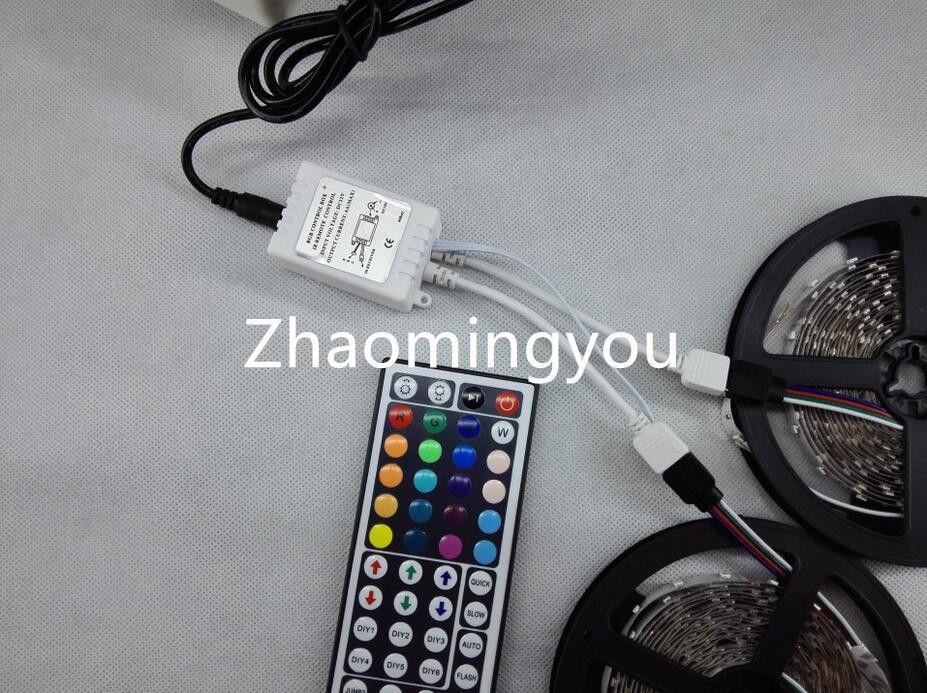 2 * 5M 10M RGB LED Light Strip 3528 SMD Lumière flexible étanche 60LED / M avec télécommande et adaptateur d'alimentation DC 12V