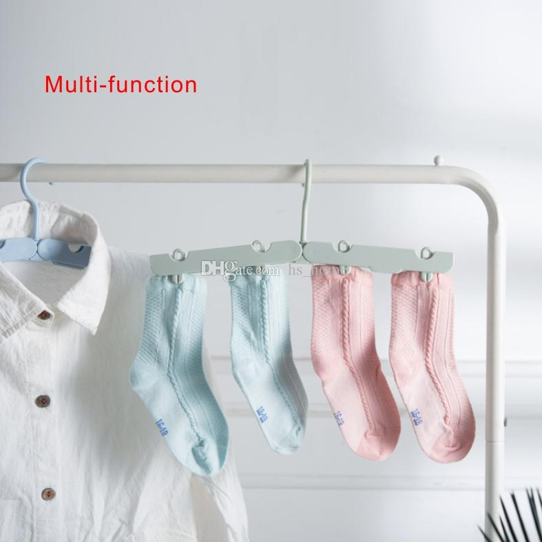 New travel hanger can be folded, with 4 clips, home clothing storage and travel use, saving space.