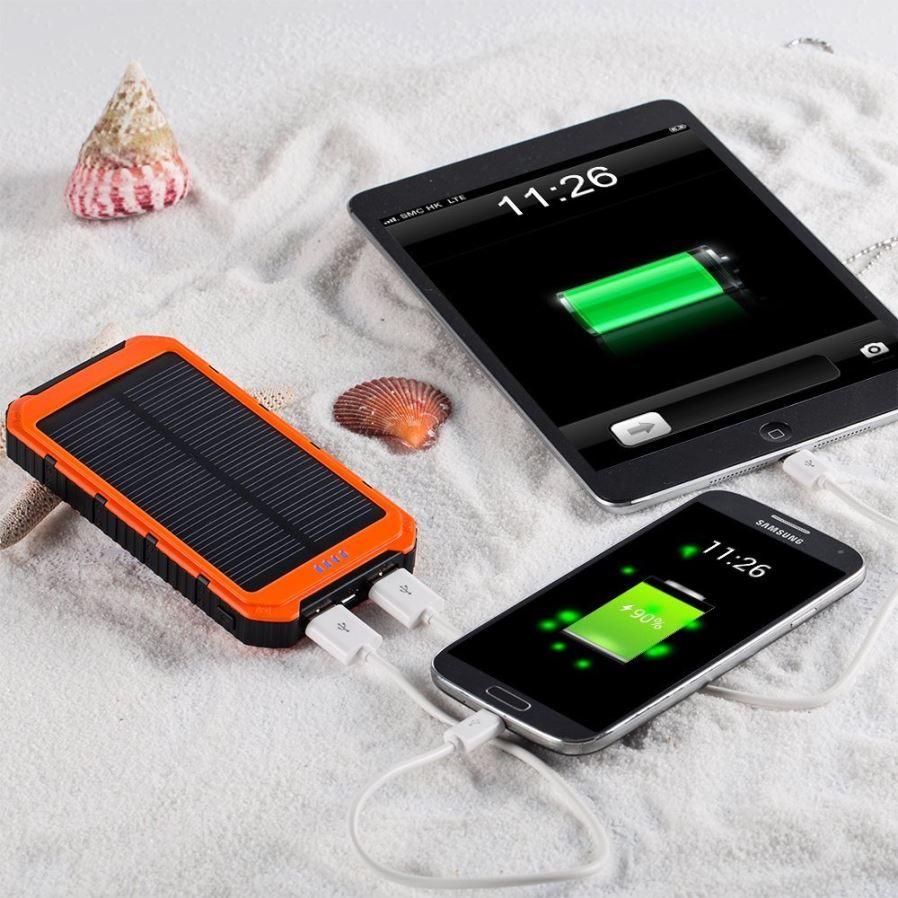 Nuovo 18000mAh DC 5V 1A / 5V 2A Caricabatterie solare Impermeabile Telefono solare Batteria esterna Dual USB Power Bank
