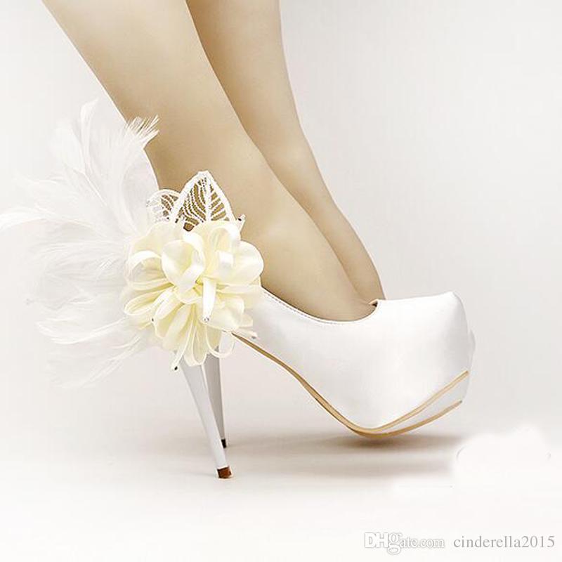 Doce Floral Pena Sapatos De Noiva Moda Stiletto Heels Plataformas Sapatos de Festa de Casamento De Cetim Branco Vestido Bombas Sapatos de Dama De Honra