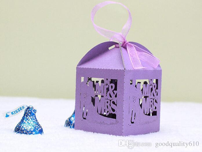 100 stücke Laser Cut Hohlen MrMrs Liebhaber Pralinenschachtel Pralinen Boxen Mit Band Für Hochzeit Baby Shower Favor Geschenk