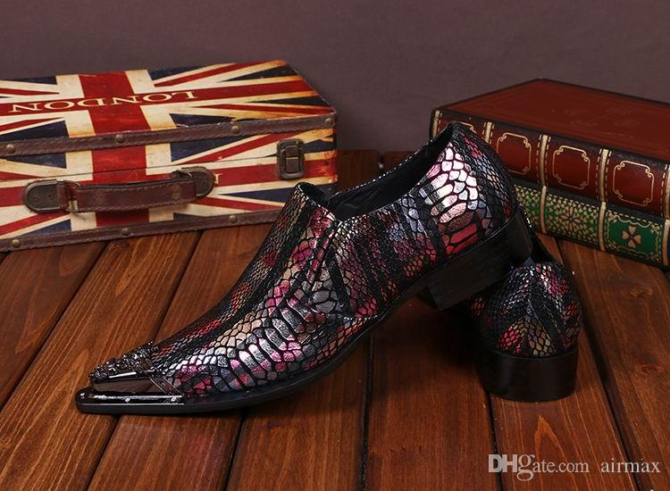 Neue Ankunft Luxus Herren Business Freizeit Leder Schuhe Modedesigner Python Schlange Metall Toe Charm Slip On Bootsschuhe