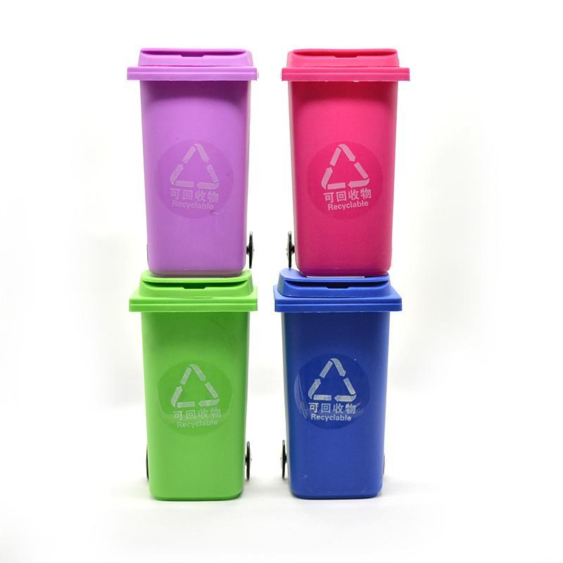 Big Mouth Toys Il portabiglietto Mini Curbside e il portapenne Recycle Can Case offrono anche la grinder busti al quarzo titanio 2016
