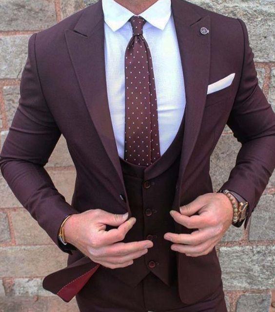 Acheter Gros Nouveau Style Bordeaux Groom Wear Tuxedos 3 Pièces Costumes De  Mariage Garçons Meilleur Homme Veste + Pantalon + Gilet Costume D affaires  ... c38e44fbcd8