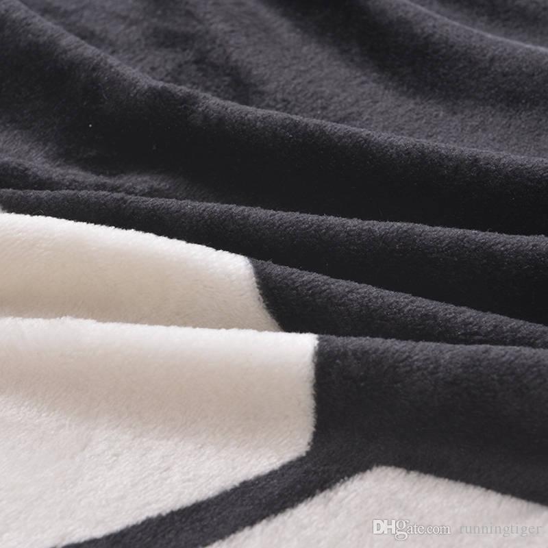 Manta de marca famosa Gatos del dedo medio Mantas impresas Manta Baño Mantas de lana súper suaves en la cama Manta de sofá 150 * 200 cm