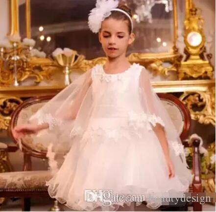 2018 Lovely White Princess Flower Girl Dresses A Line Lace Appliqued Capes Kids Knee Length Wears For Weddings First Communion Dresses
