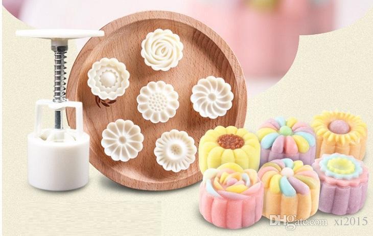 7 unids / set Molde de Pastel de Luna 3D 1 Prensa de Mano con 6 Forma de Flor 50 g Mediados de Otoño Arco Moldes de Pastel de luna wa4104
