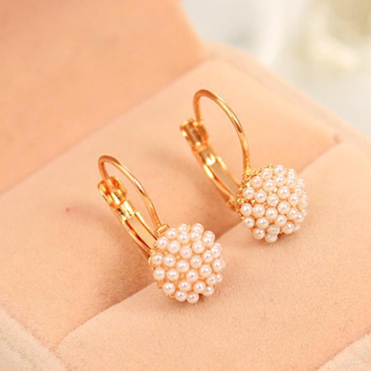 ac7bc7c55a2c9 Compre Brincos Para Mulheres New Fashion Imitação Pérola Beads Ear Cuff  Banhado A Ouro Brincos Para As Mulheres Jóias Brinco De Huierjew