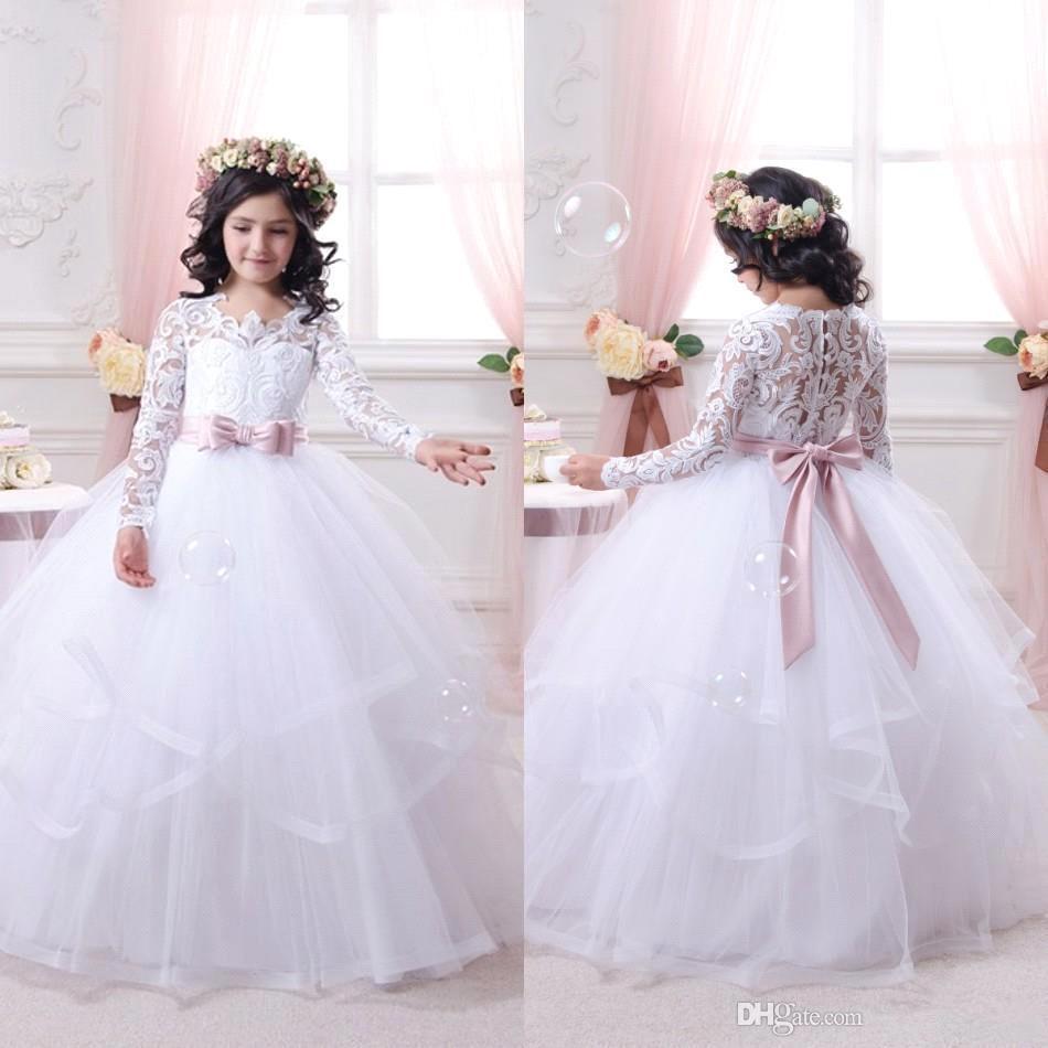 Bella principessa bianca Flower Girl Abiti in pizzo maniche lunghe Sheer girocollo Button Back Formal Baby Girl Cute Kids abbigliamento formale le nozze