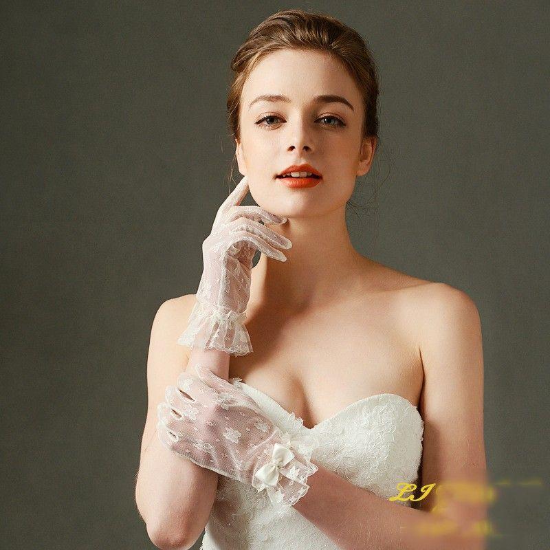 Vintage Dentelle Appliqued Gants De Mariée Romantique Beige Tulle Robes De Mariée Robes De Mariée Avec Noeud Full Finger Nouveau Style Gants De Mode