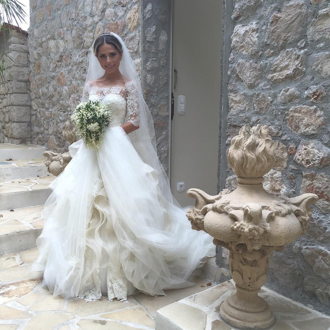 Off Shoulder Tiered Skirts 2019 Abiti da sposa Mezze maniche in pizzo Applique Perle Abiti da sposa Sweep Train Crystal Vintage Beach Wedding Dress