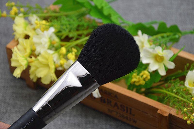MACCOSMETICS 134 LARGE POWDER BRUSH -High Quality Goat Hair- Beauty Cosmetic makeup brushes Blender DHL Free
