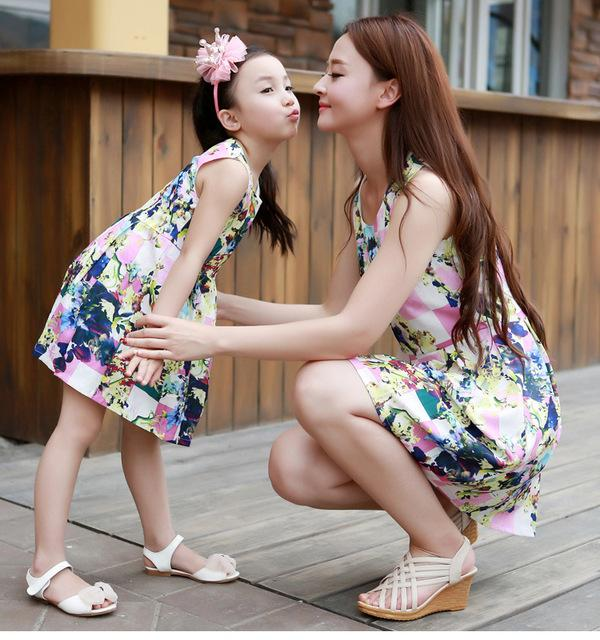 0aebd29db9c Matching Mother Daughter Clothes Fashion Family Outfits Mom Girl Dress  Mommy Me Summer Fashion Floral Print Sleeveless Dresses Daddy And Baby Girl  Matching ...