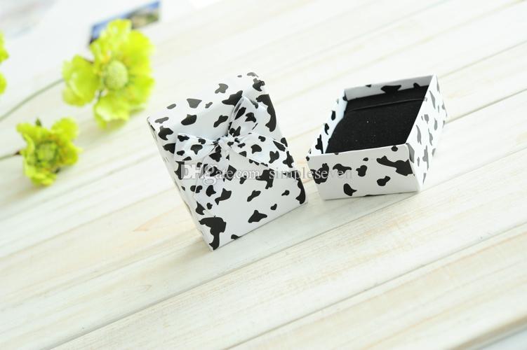 [Simple Siete] pendiente caja precioso anillo irregular / Blanco y Negro Estuche / manera pendiente de la exhibición / joyero especial con la cinta medio