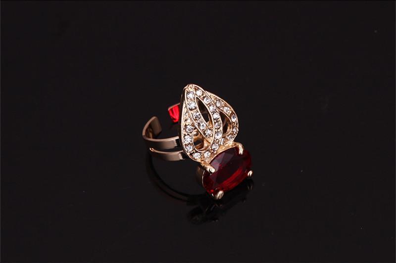 Ensembles de bijoux Collier Boucles D'oreilles Bracelet Anneau Exquis De Luxe Strass Or 18K Plaqué Alliage Parti Bijoux 4 Pièces Ensemble En Gros JS229