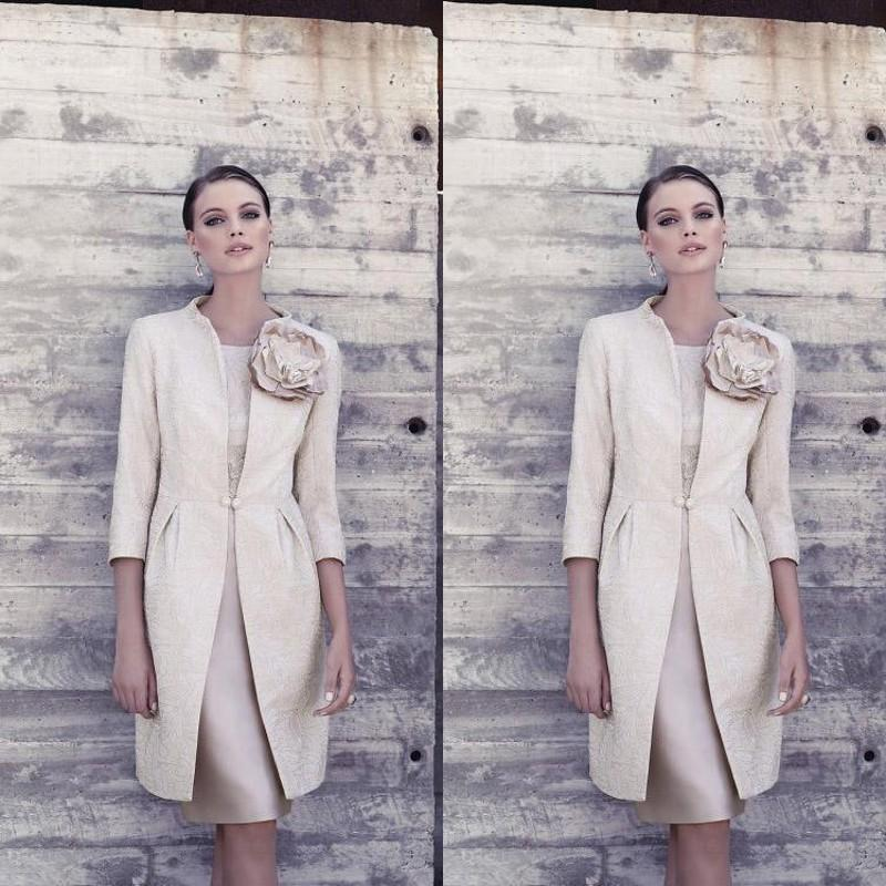 2019 Vintage Carla Ruiz Mother Of The Bride Dresses with 3/4 Sleeves Jacket Light Champagne Fitted Knee Length Formal Dresses for Mothers