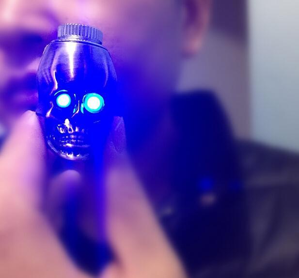 neue Schädelformmetallpfeife LED Leuchtende Farbe des ersteigbaren Eigentumsmetallrohres 3