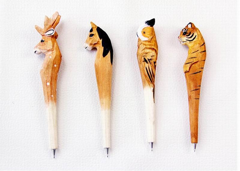 Stylo à bille à la main artificielle Belle sculpture sur bois animal balle stylo cadeau Creative Arts stylos bleu Nouveau beaucoup de couleur