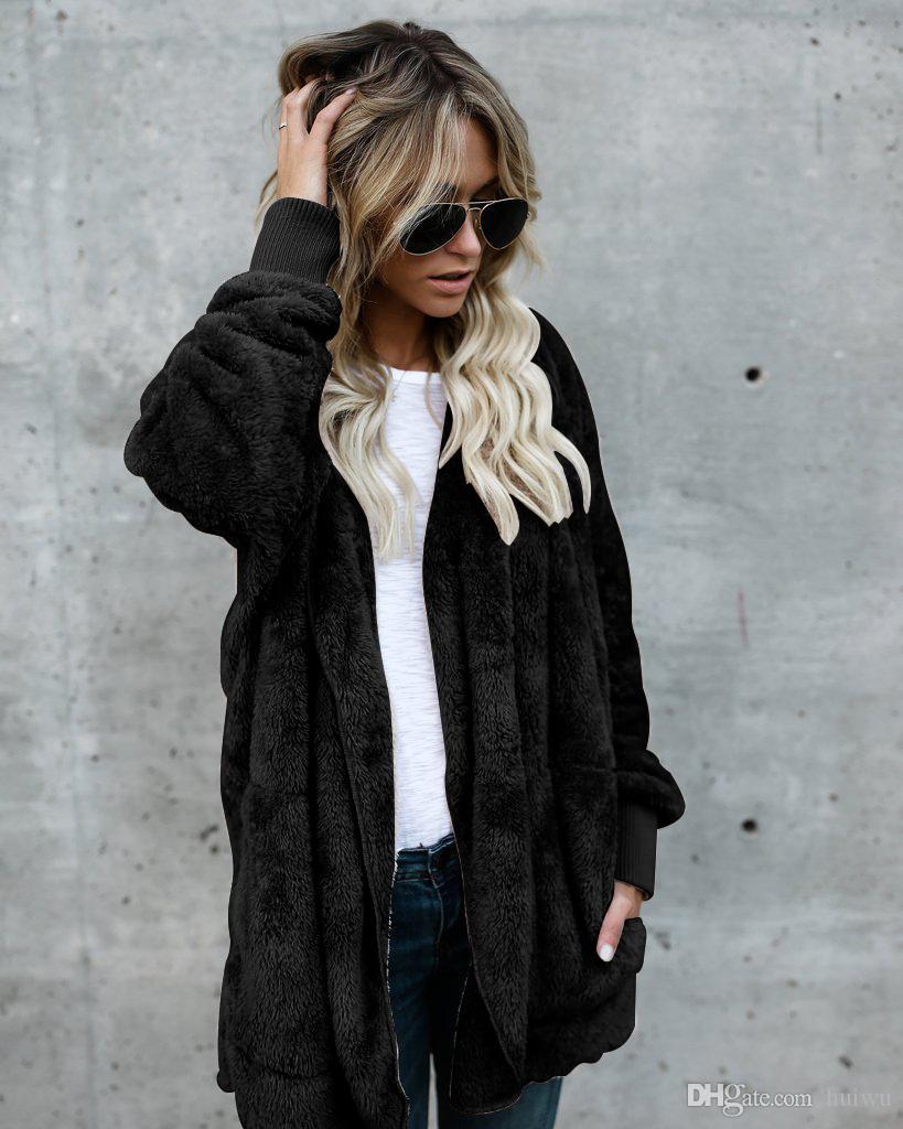 Escudo piel de imitación de las mujeres de moda con capucha de Calle Dos capa de las mujeres del lado de desgaste invierno cálido y abrigo Comfort
