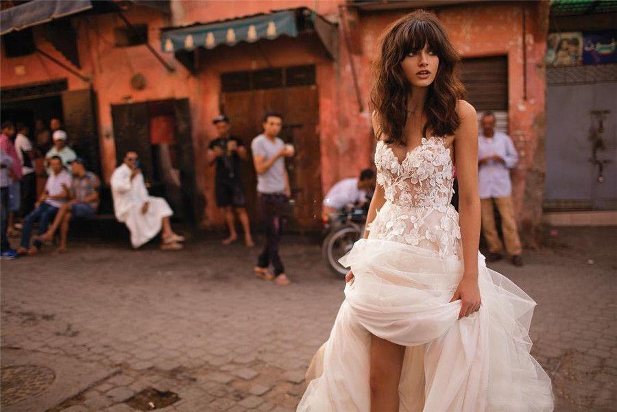 Tamaño de espagueti falda con gradas sin respaldo Plus elegante del jardín País niño Lencería Liz Martinez vestidos de boda de playa con 3D floral